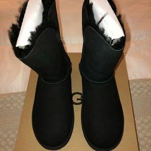 🍁BNWT Black UGGS. Size 6.🍁